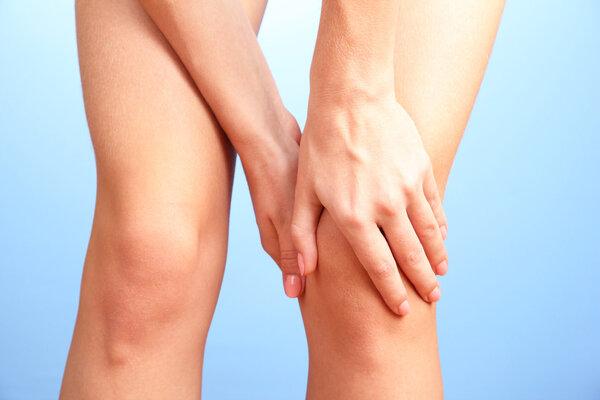 """年轻人的""""小寒腿""""不能随便用热敷,医生推荐3个护膝妙招"""