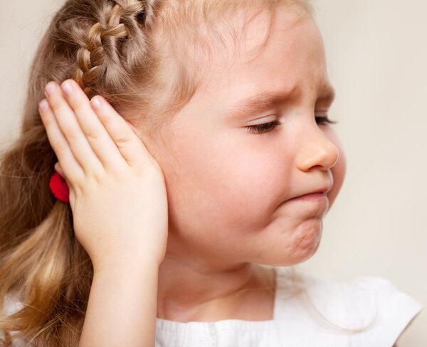 揪心!7岁女孩双腿被截肢,只因这个医生把脑膜炎当胃病治?