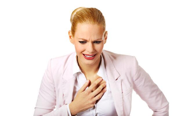 心慌又心痛!心绞痛发作,常常与这四个原因相关