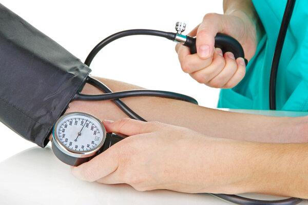 体检前擅自停药   老人血压飙升到196!体检前药到底能不能停?