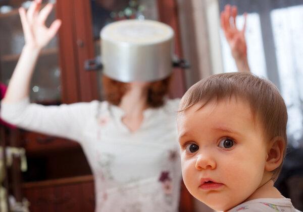 """女婴烫伤后被泡酒桶20分钟,不哭不闹""""皮都掉了""""……"""