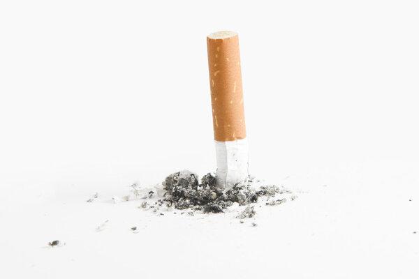 Cell Stem Cell:吸烟如何加剧新冠病毒对肺部的感染