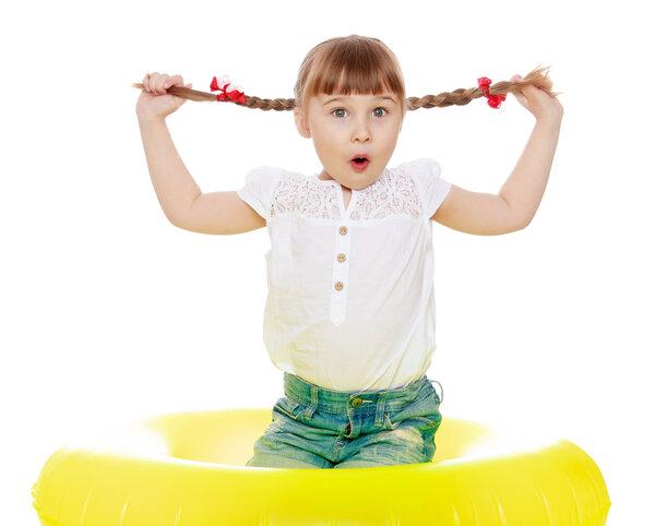 育儿每日问答:哪些原因会引起孩子性早熟? 家庭生活