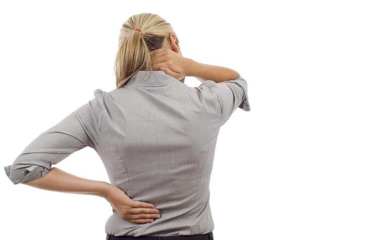 如何判断是否患了腰间盘突出?三个症状都有,你的腰椎已病得不轻