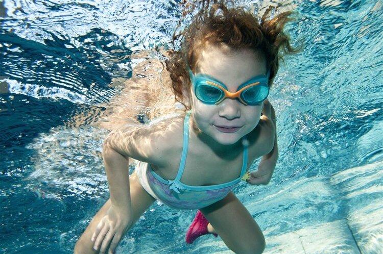 为什么你不厌倦自由泳减肥?掌握动作的要领很好。