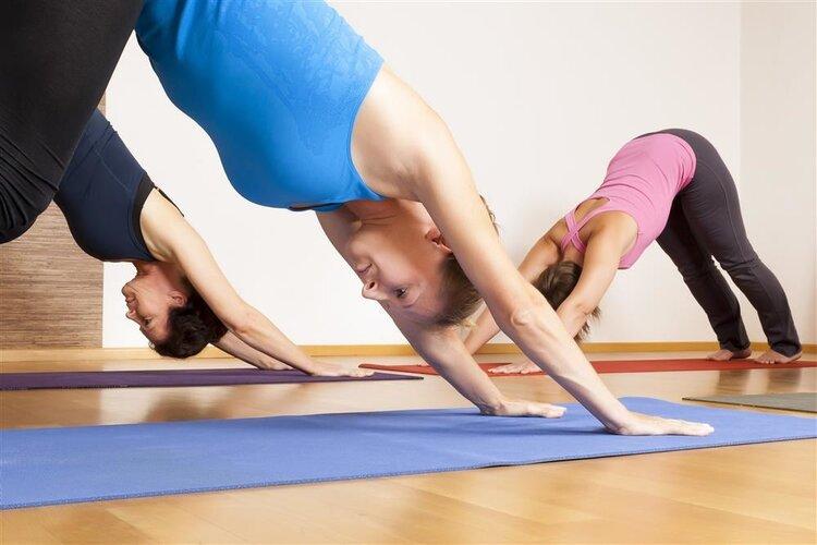 许多女性喜欢锻炼腹肌。你能从两端练习吗?