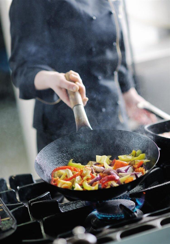 滋滋啦啦不等于美食的召唤,可能是被油烫到的前奏