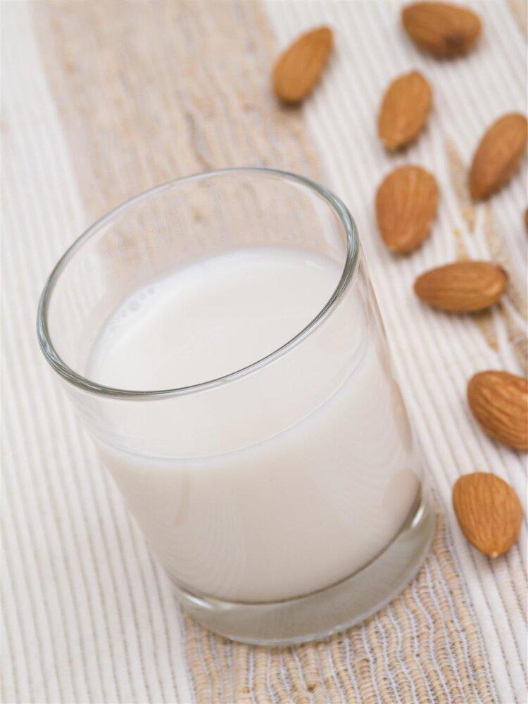 晚上喝牛奶真的能够丰胸?你怎么看?
