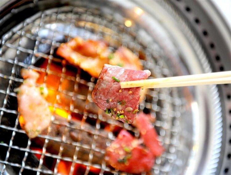 你能吃肉而不发胖吗?减肥期间我能吃烧烤吗?