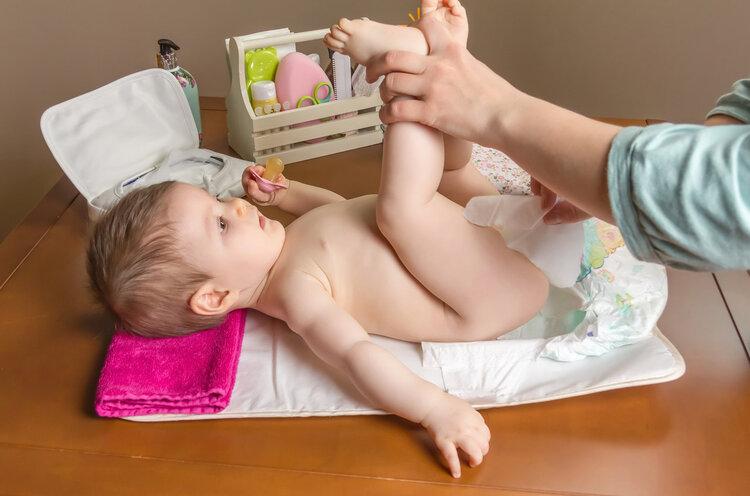 育儿每日问答:宝宝大便带血是怎么回事?