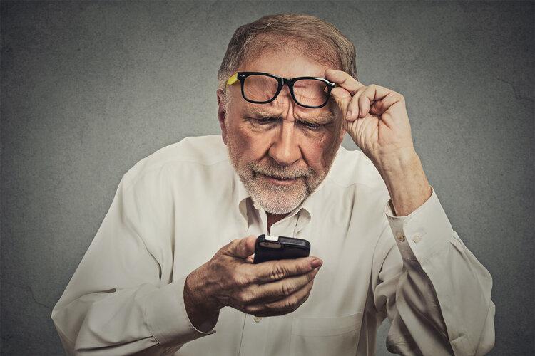 年纪大了看不清,不是白内障是老黄