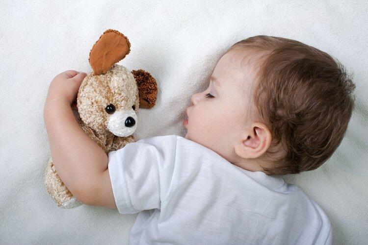 婴儿总是喜欢跪着睡觉,这可能是原因