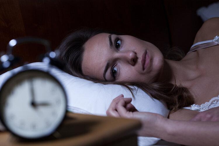 凌晨3.4点就自然醒,该怎么办?3个方法,让你再睡久一点
