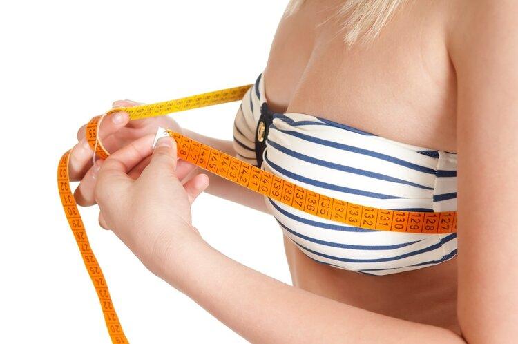 女生练胸,这4个动作能帮到你!一个月从从A变成B