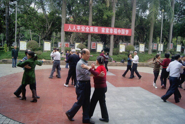 为何越来越多的老年人感染艾滋补谌鳌?50岁广场