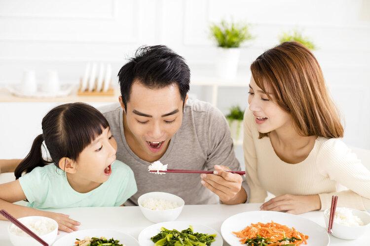 """这样吃饭等于""""喂养""""癌细胞!4种食物,再贪吃也要克制住"""