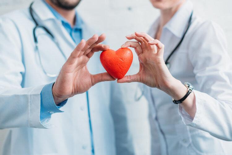 """得了心脏病,要""""大门不出""""?医生:带上它,可放心旅游"""