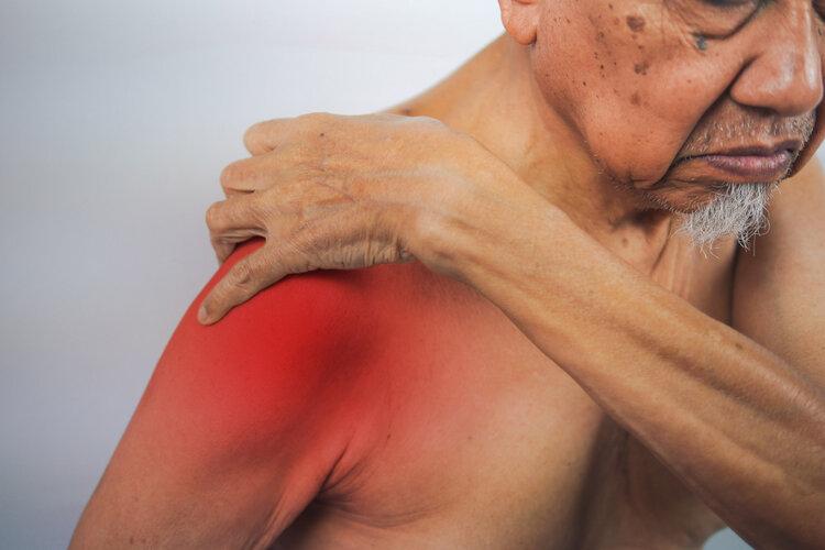 体内有癌,肩膀先知,肩膀若出现这个症状,早做检查早安心