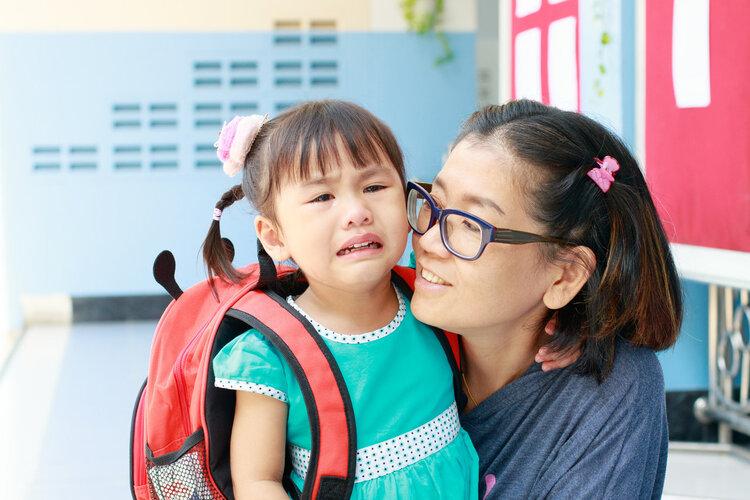 """中国53万儿童性早熟!家长注意4个行为,别过早地""""催熟""""孩子"""