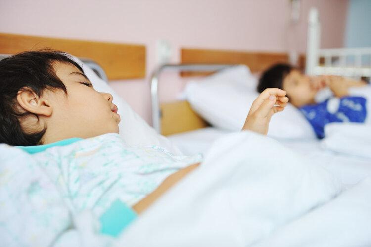 新型冠状病毒确诊病例中出现低龄儿童 万一孩子发烧咳嗽该如何处理?