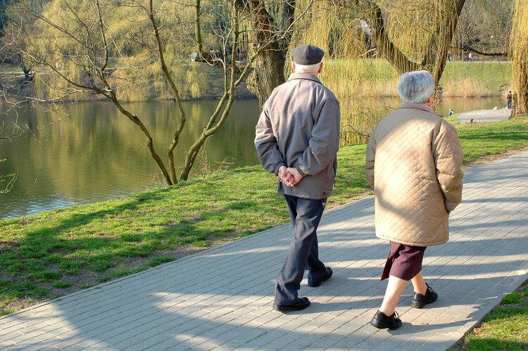 老年人的体重,维持在多少才更健康长寿?有一种体型最适合老人