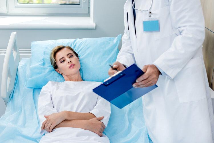 """25岁女孩乳房长出9个肿瘤!呼吁:""""癌症性格"""" 正在毁掉很多女人"""